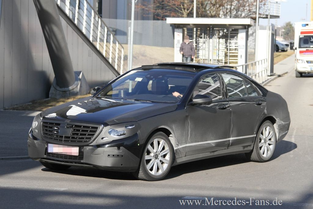 2013-Mercedes-Benz-S-Class-W222-test-mule-loses-camouflage