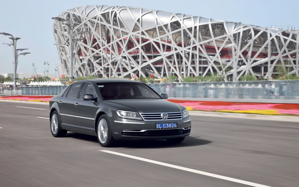 2014 VW Phaeton http://motoroids.com/news/2014-volkswagen-phaeton-to-be-more-efficient-and-lighter/