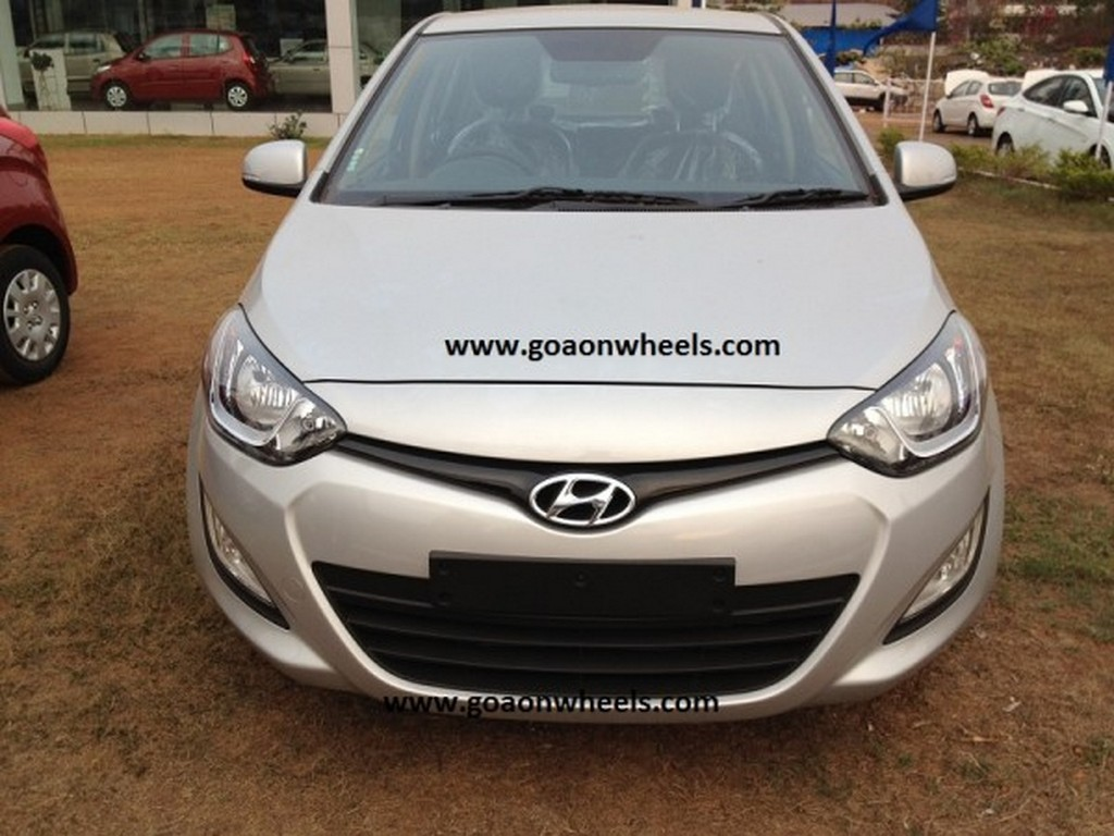 2012Hyundaii20front1 Hyundai i20 facelift spotted at Goa dealer. Launch soon