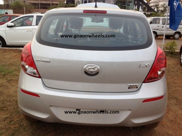 resizedimage600450 newi20 Hyundai i20 facelift spotted at Goa dealer. Launch soon