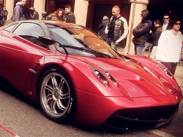 Pagani Huayra can pull off a shade of red as easily as a Ferrari-March 29, 2012-pagani2.jpg