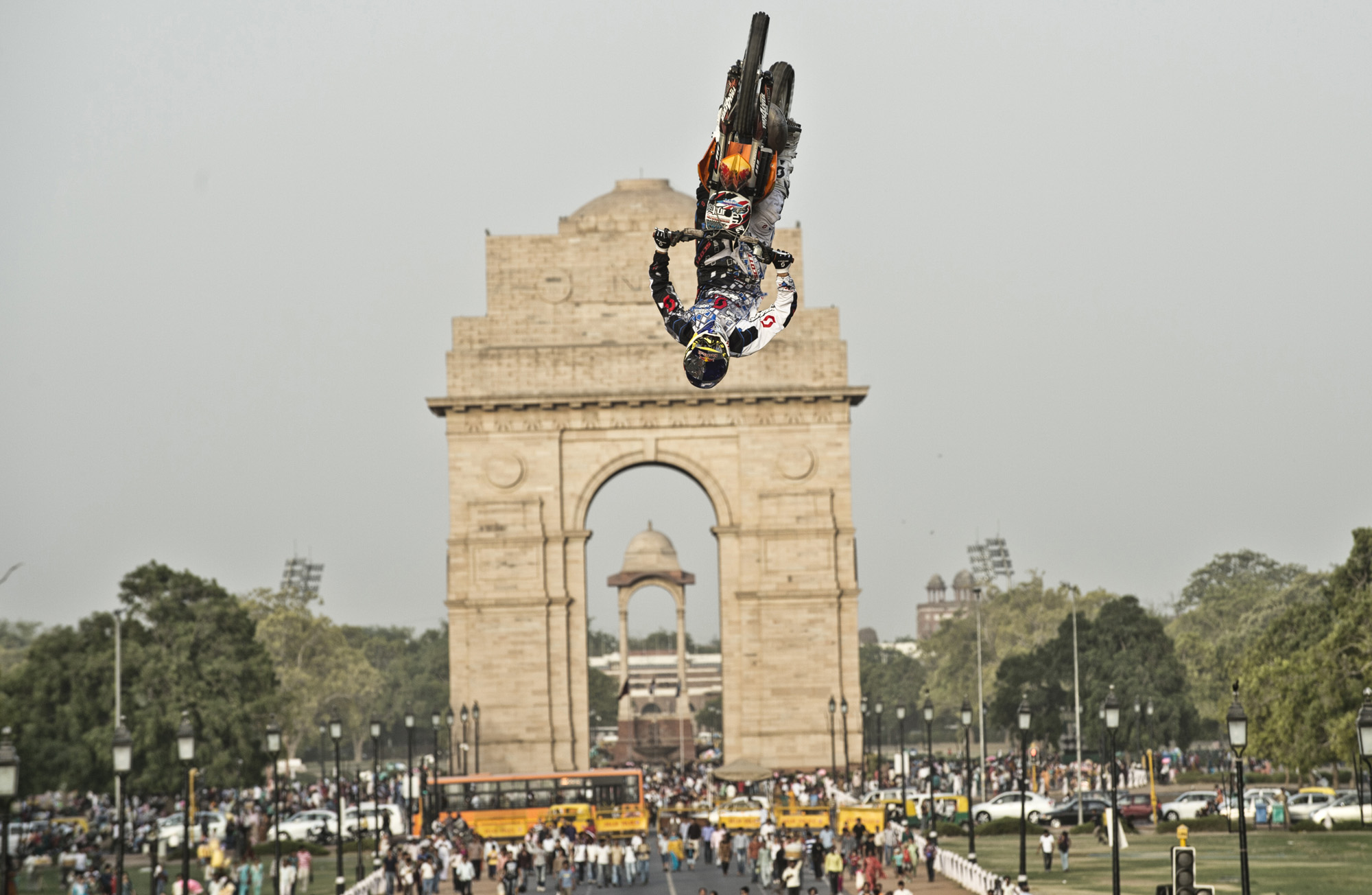 July 3, 2012-Red-Bull-X-Fighters-Jam-debut-in-front-of-the-iconic-India-Gate.jpg