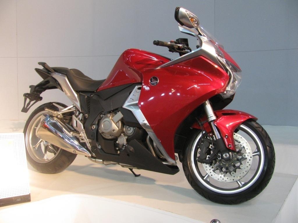 Bike stickers design for cbr 150 - Honda_vfr_1200f