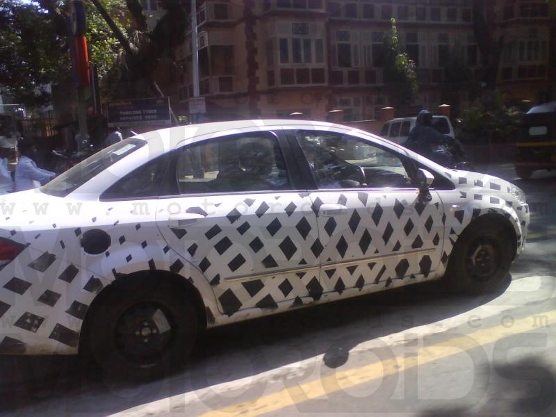 2010 Fiat Linea caught testing - www.motoroids.com