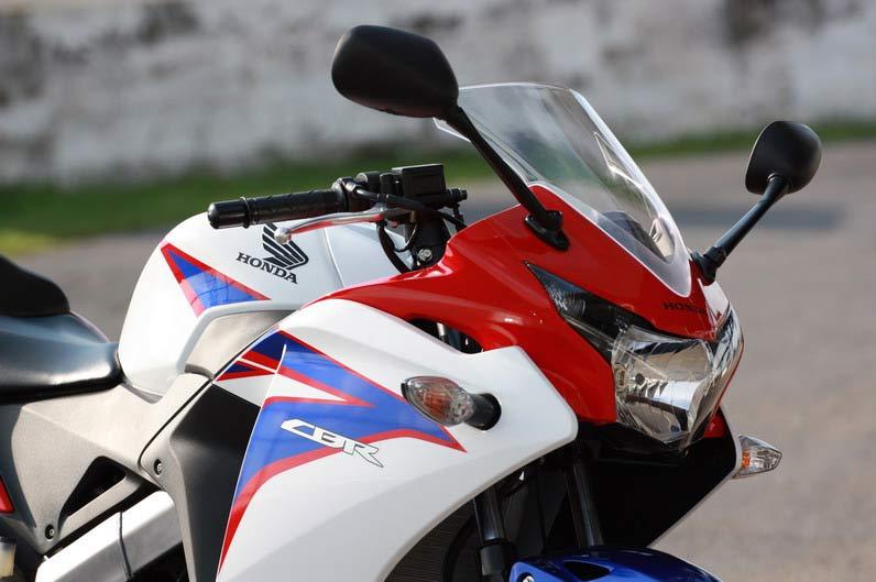 Honda-CBR150R motoroids-pramotion-728 2011-Honda-CBR150R-3