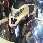 2012 Auto Expo: Vespa showcases MP3 hybrid 'reverse' trike and LX125 scooter