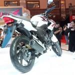 Honda CB150R streetfire (6)