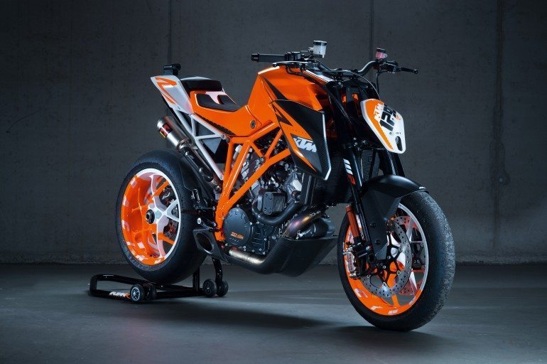 KTM 1290 Super Duke R: Video, images, Specs and Other Details
