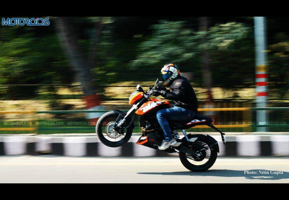 December 25, 2012-KTM-200-Duke-Stunts.jpg
