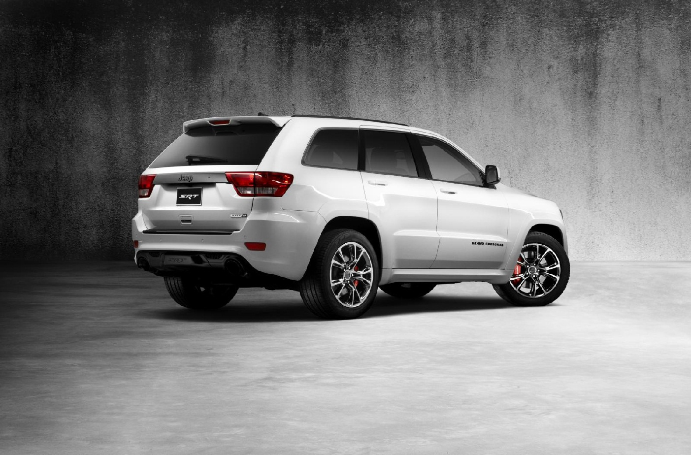 2013-Jeep-Grand-Cherokee-SRT8-Alpine-Edition-2