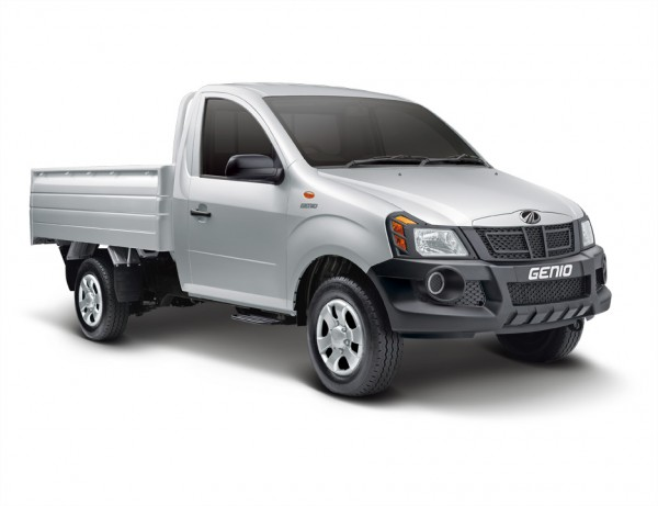 Mahindra Pick up range crosses 1 lakh sales mark in FY-2013