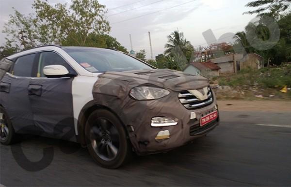 2013 Hyundai Santa Fe continues testing in India