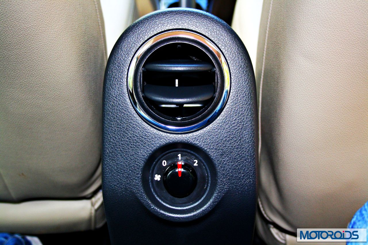 http://motoroids.com/wp-content/uploads/2013/06/Ford-Ecosport-VS-Renault-Duster-25.jpg