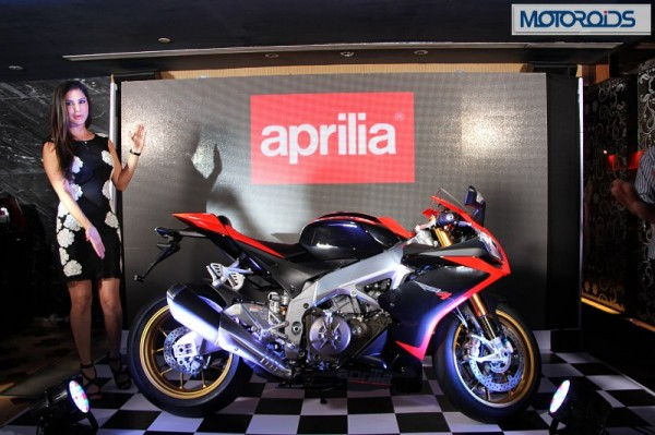 Bangalore gets a new dealership for Aprilia and Moto Guzzi Motorcycles. Sunny Leone hands over keys to first few customers