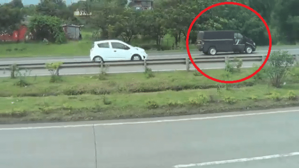 Upcoming Force MPV based on 1996 Mercedes Vito Spied Again on Video