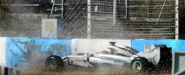VIDEO- Lewis Hamilton Crashes While Testing the 2014 Mercedes-Petronas WO5