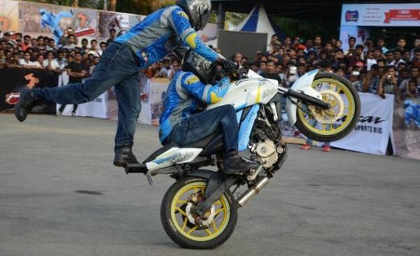 bajaj-pulsar-stuntmania-375-200ss