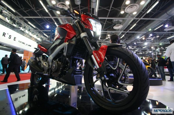 New Bajaj Pulsar CS 400 Images, Features and all the Details