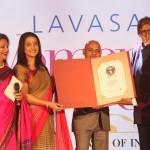 Amitabh Bachchan felicitates winners of the 6th edition of Lavasa Women's Drive