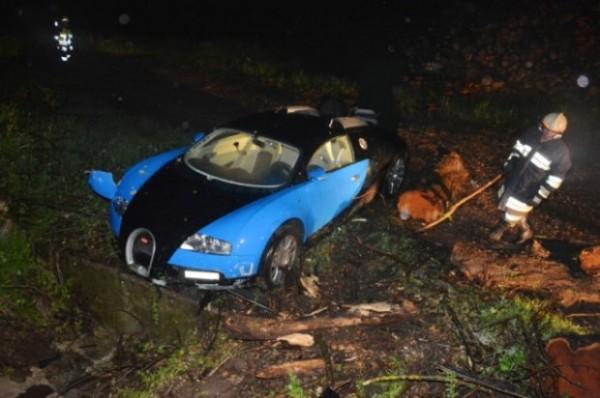 Bugatti Veyron Water Crash Auto Cars