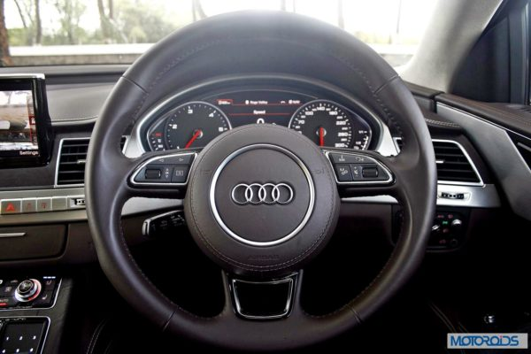 2014 Audi A8L dashboard and interior (29)
