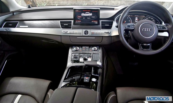 2014 Audi A8L dashboard and interior (39)