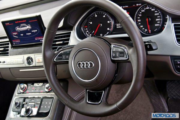 2014 Audi A8L interior (30)