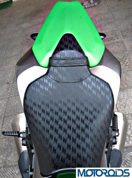 2014 Kawasaki Z1000 seat