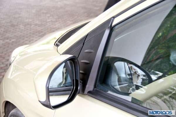 Honda Mobilio interior exterior (13)