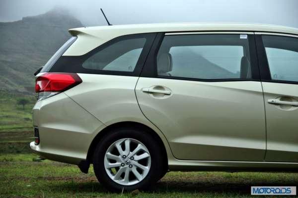 Honda Mobilio profile (4)