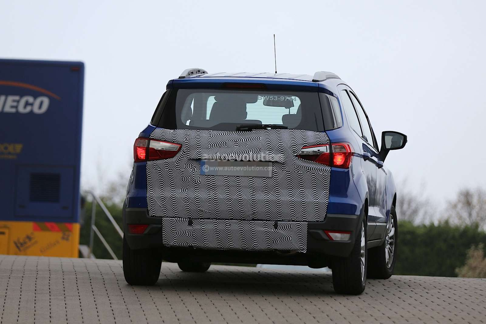 2015 Ford Ecosport face-lift spied: loses rear-mounted spare?