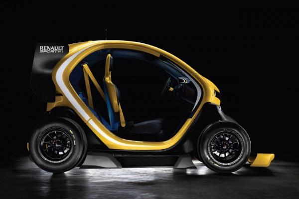 VIDEO: Lotus F1 drivers race inside Dubai Mall in Renault Twizy EVs